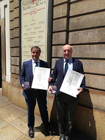 Angelo Di Salvia, general manager di Imeco, con Diego Pastori, CEO della società, posa con il riconoscimento appena ottenuto